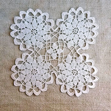 White Square doily Beautiful grandmas napkin Tablecrochet lace Crochet doilies Tabletop decor Housewares table Vintage look Pattern 1980s