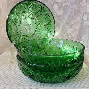 Anchor Hocking Medallion Green Glass Bowl Star and Cameo Pattern Vintage 1960s Serving, Vegetable Bowl, Festive Holiday Color
