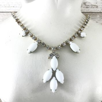 Vintage White Milkglass Rhinestone Necklace. Clear Rhinestone, Bride. Weiss Style.