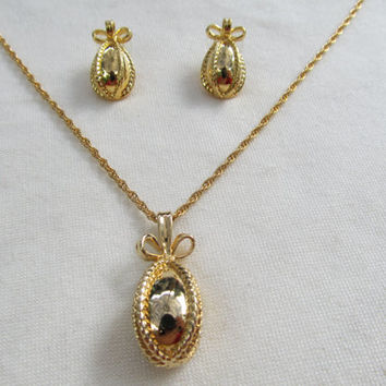 JOAN RIVERS Egg and Bow Necklace & Earrings Set