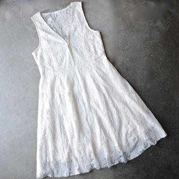 so baroque about you romantic sleeveless lace dress [womens] - ivory