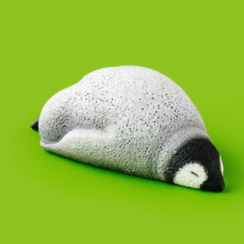 Takara Tomy Panda's ana Zoo Zzz Sleeping Animal Collection P2 Penguin Figure