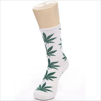 Maple Leaf Men's Love Socks
