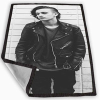 Matt Healy The 1975 Band Blanket for Kids Blanket, Fleece Blanket Cute and Awesome Blanket for your bedding, Blanket fleece **