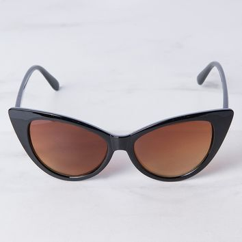 AKIRA Label Plastic Cat Eye Frame UV400 Tinted Lenses Nose Rest Adjustable Arms Sunglasses in Black, Tortoise