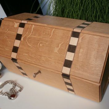 wooden box - lockable jewellery or memory