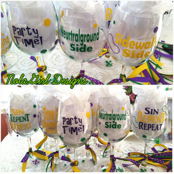 Mardi Gras, mardi gras Wine Glasses w/vinyl, New Orleans Style Mardi Gras Wine Glasses,purple green and gold vinyl, Mardi Gras Party Favor