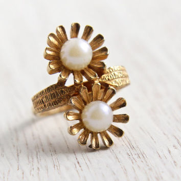 Vintage Faux Pearl Flower Ring - Signed Sarah Coventry 1970s Gold Tone Morning Dew Adjustable Costume Jewelry / Double Daisy