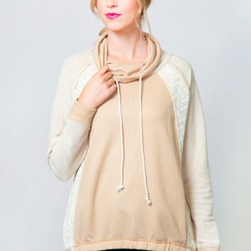 Neutral Selection Pullover