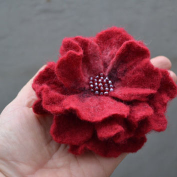 Felt Flower Red Brooch Pin,Felt Flower with Red Beads, Wool Flower Brooch,Wet Felted Flower,Wet Felted Corsage Brooch,Woolen Brooch,Felt Pin